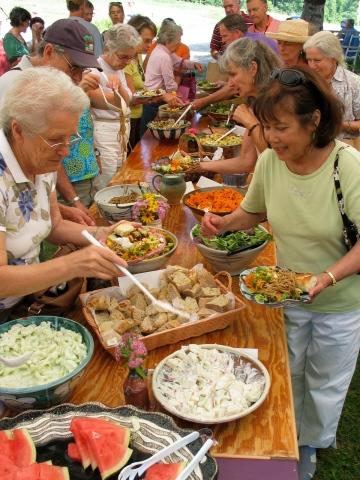 Crowds w_ food 2